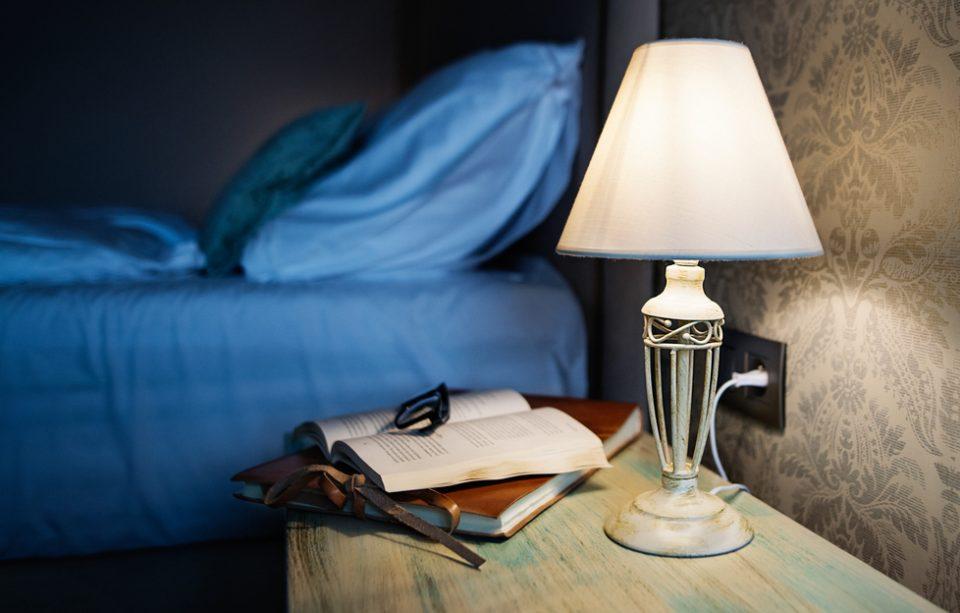 Relaxare înainte de somn: 5 cărți de ținut pe noptieră.