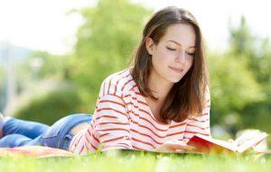 Cărți de citit primăvara. 6 lecturi pentru vreme frumoasă.