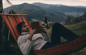 Ce să citești în minivacanța de 1 mai. 10 cărți scurte.