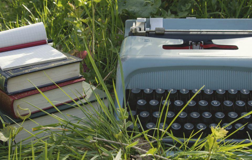 Ce citesc scriitorii? 15 autori celebri și cărțile lor preferate.