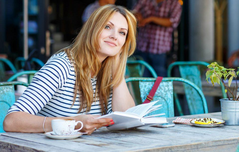 7 cărți de citit în pauza de prânz, ca să nu mai zici că nu ai timp.