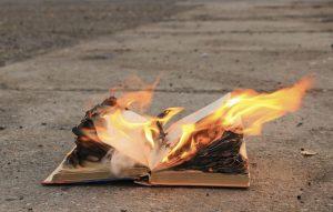 Ce volum ai salva de la dispariție? 15 cărți recomandate de voi