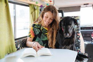 Ce să citești când pleci în vacanță. 8 cărți despre călătorii