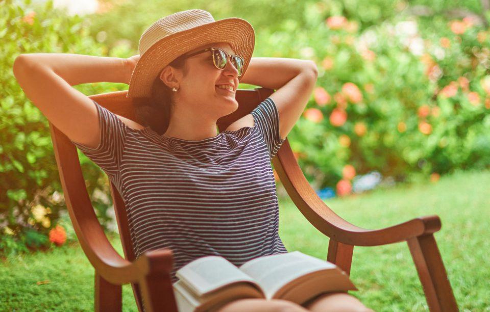 Ce citim în august? Cărți care te duc cu gândul la mare