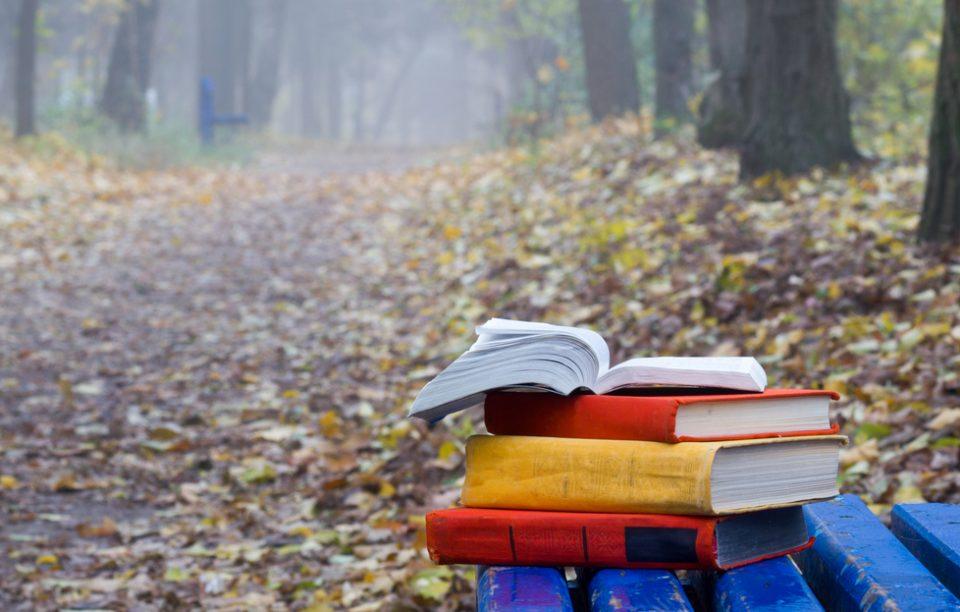 6 scriitori născuți în octombrie și 6 cărți