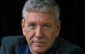 4 cărți scrise de Amos Oz, scriitorul israelian dispărut recent