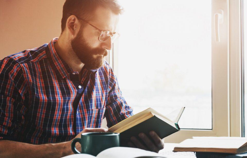 Cum să citești cărți care îți cresc nivelul de inteligență